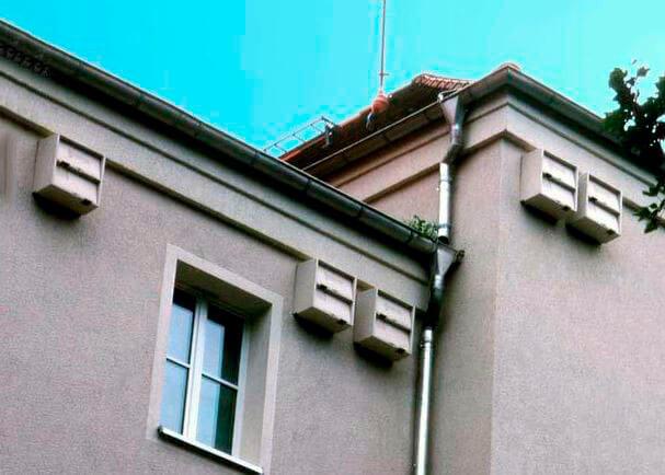 Домики для стрижей под крышей многоэтажки